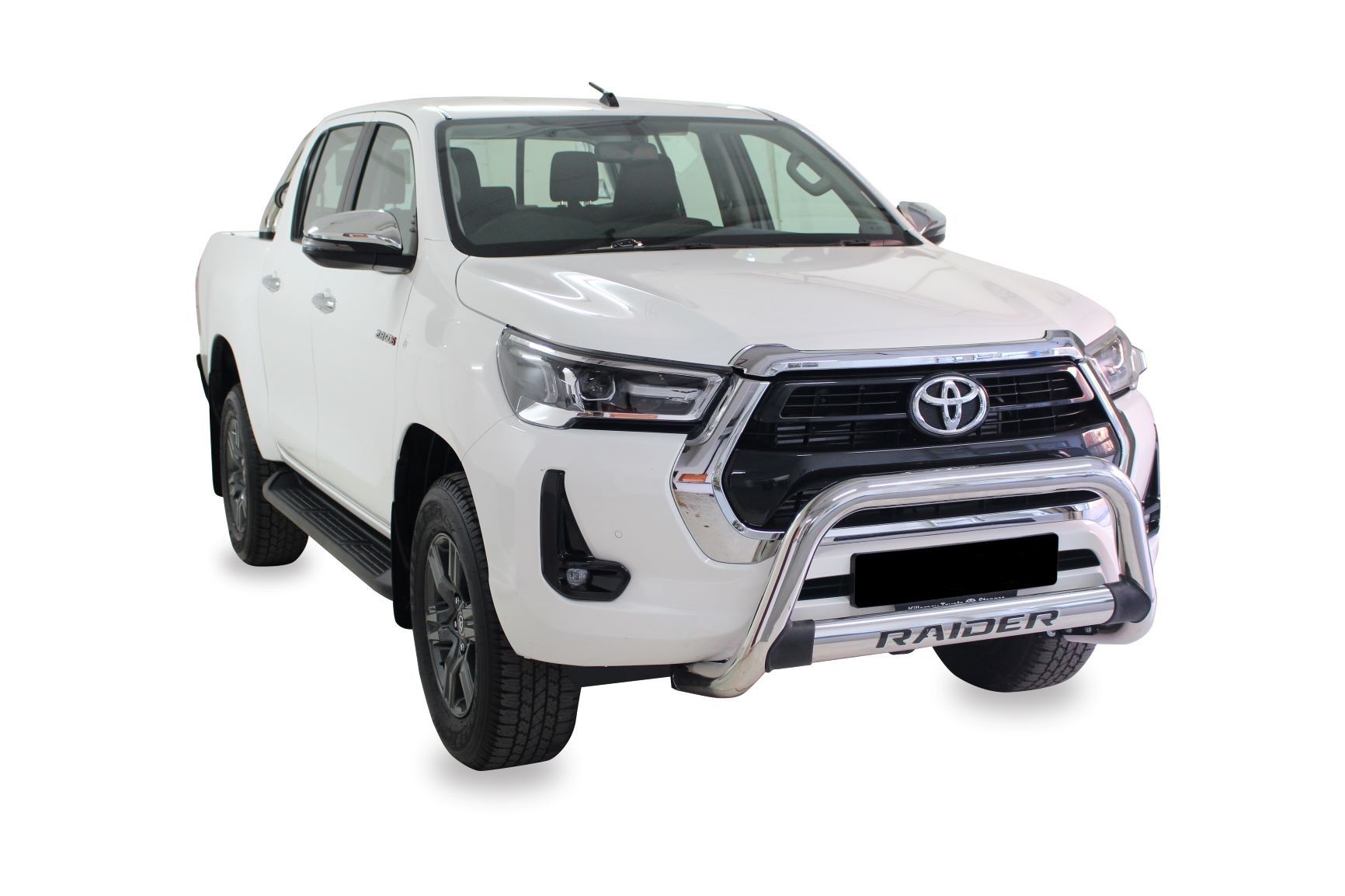 NEW HILUX FACELIFT RANGE (Fits GD6 Revo & New Facelift) Stainless Nudge Bar